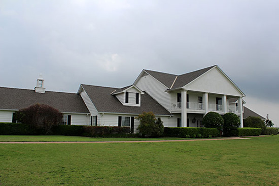Texas Direct Home Buyers buys big houses, little houses, ugly houses, pretty houses.